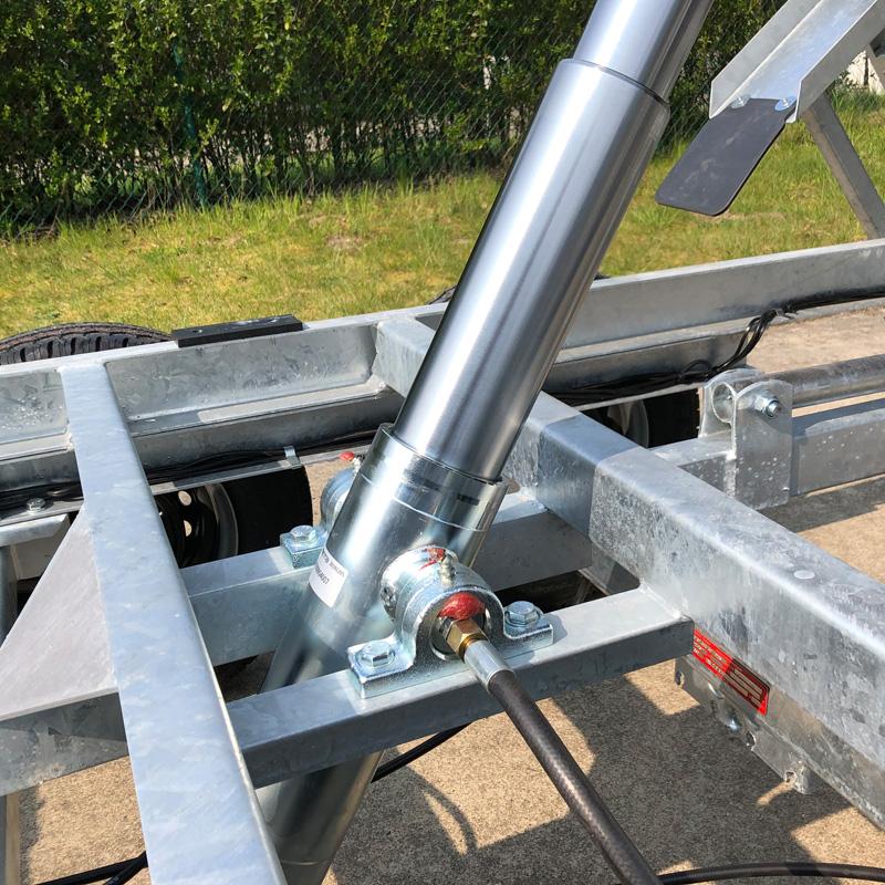 Elektropomp met stalen cilinder 1,20m uit.
